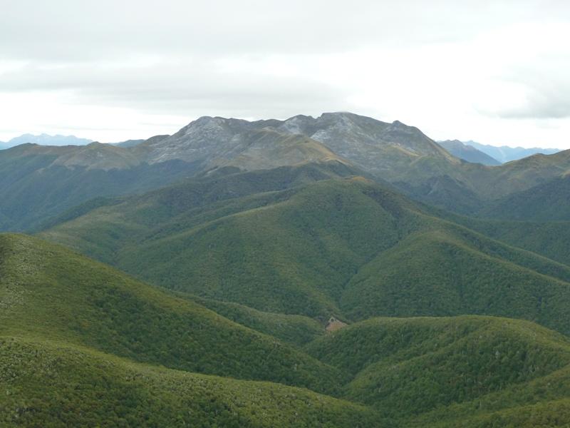 """Ausblick vom Lodgestone auf den gegenueberliegenden """"Mount Arthur"""""""
