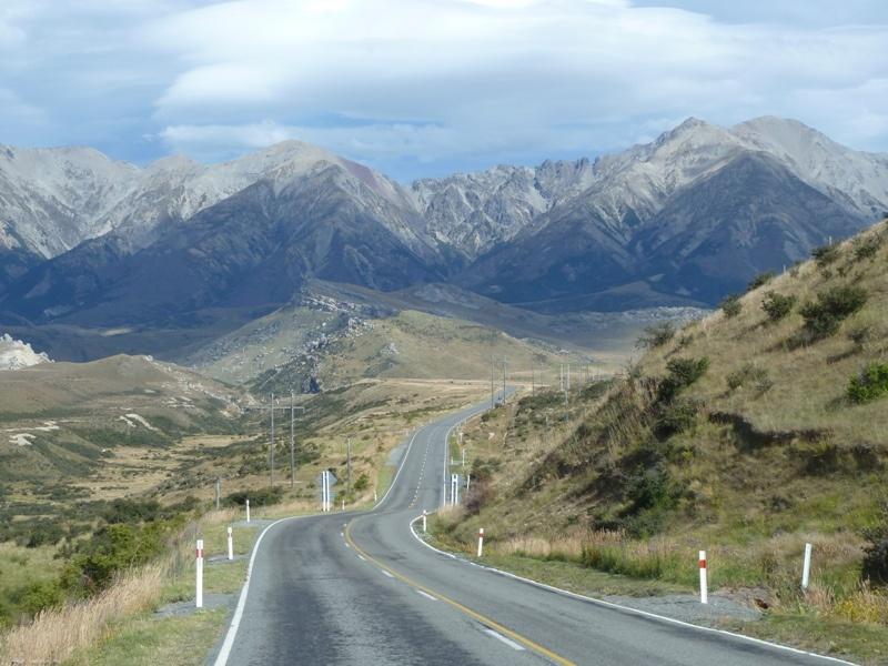 Weiterfahrt ueber die Neuseelaendischen Alpen nach Christchurch