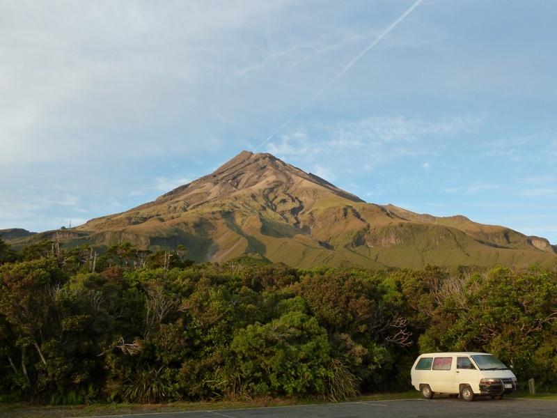 unser Schlafplatz am Fusse des Mt. Taranaki oder auch Mt. Egmont genannt