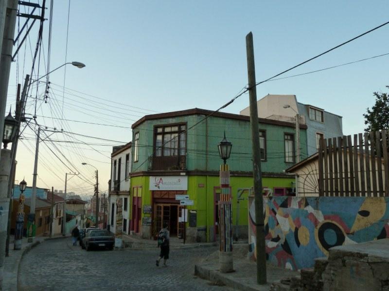 """...die Strasse zu unserem Hostel am Huegel """"Cerro Bellavista"""" mit dem netten vegetarischen Restaurant"""